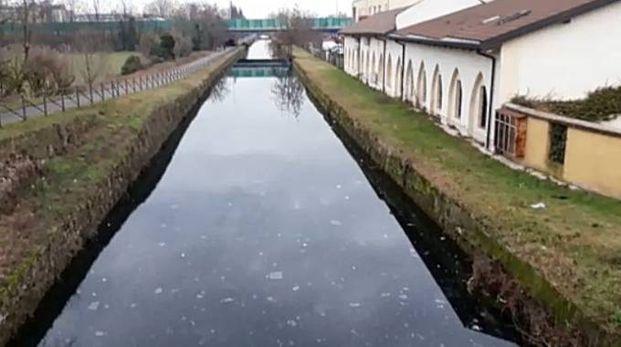 Rozzano: la macchia oleosa nei pressi di Cassino Scanasio
