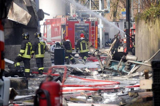 Vigili del fuoco al lavoro (Lapresse)