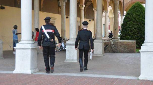 Carabinieri nel chiostro di San Mercuriale (Frasca)