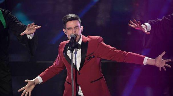 Sanremo 2018: Lorenzo Baglioni sul palco dell'Ariston