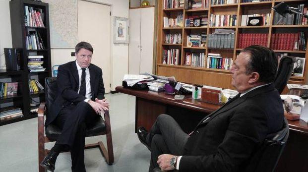 Matteo Renzi alla Nazione intervistato dal direttore Francesco Carrassi (New Press Photo)