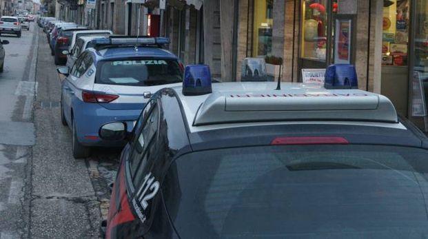 Polizia e Carabinieri sono intervenuti a Porto San Giorgio (foto Zeppilli)