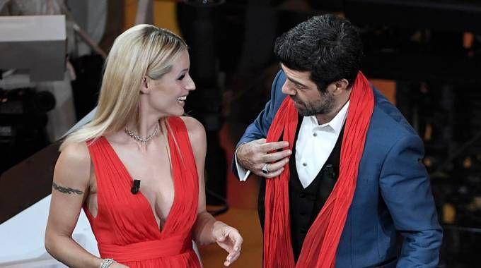 Sanremo, Hunziker e Favino nella seconda serata (LaPresse)