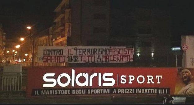 Gli striscioni contro Salvini a Civitanova Marche
