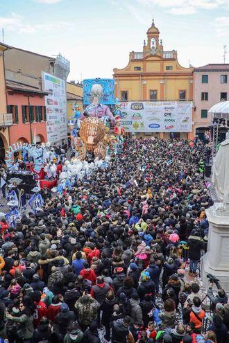 La seconda giornata del Carnevale di Cento (foto Samaritani)