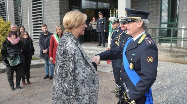 Il ministro della Difesa Roberta Pinotti al comando dei vigili di Pioltello