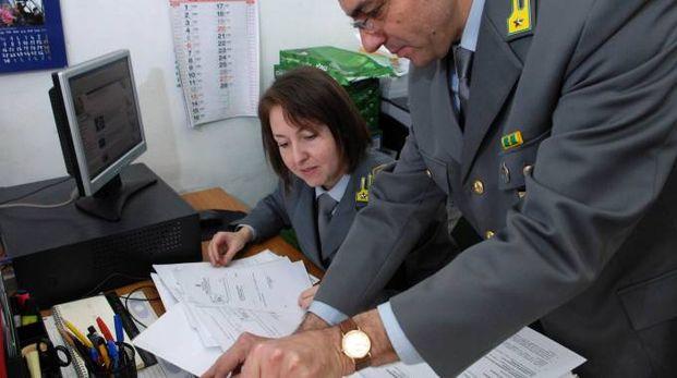 I militari delle Fiamme Gialle stanno controllando gli orari, i gettoni percepiti e le presenze dei singoli consiglieri comunali a Massa  (foto d'archivio)