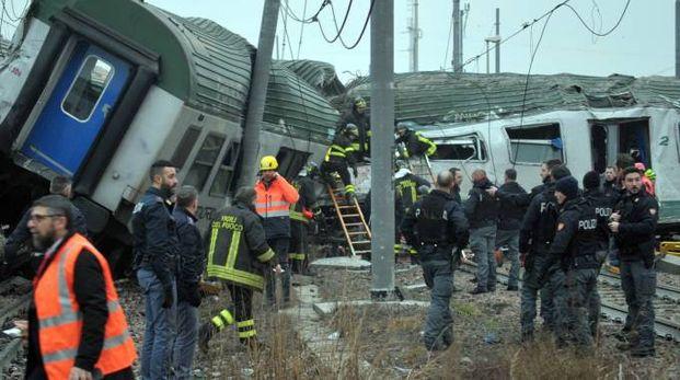 L'intervento dopo l'incidente a Pioltello costato la vita a tre donne a bordo del treno
