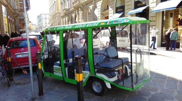 Il mezzo elettrico usato per i tour (foto Polizia municipale)