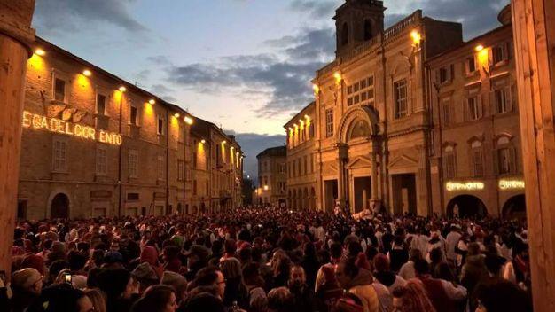 Migliaia in piazza per il Bove Finto