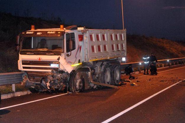 Pessano, incidente tra due auto e un camion