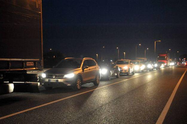 Pessano, incidente tra due auto e un camion: traffico in tilt