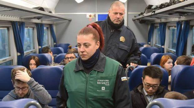 CONTROLLI Vigilantes tra i pendolari per garantire più sicurezza