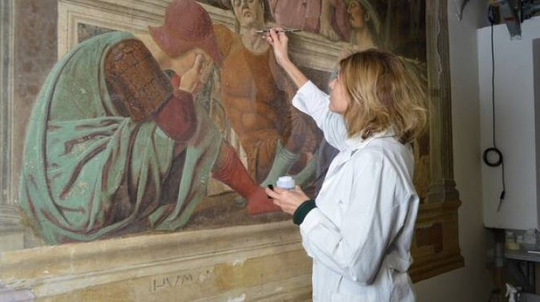 La restauratrice Paola Ilaria Mariotti dell'Opificio delle Pietre Dure