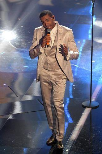 Mudimbi sul palco di Sanremo (LaPresse)