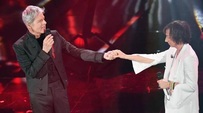 Claudio Baglioni e Gianna Nannini nella quarta serata di Sanremo (Ansa)
