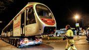 Un convoglio della tramvia viene trasferito con un trasporto eccezionale fino a viale Morgagni con lo scopo di testare la nuova tratta. Presenti il sindaco Nardella e l'assessore Giorgetti (Giuseppe Cabras/New Pressphoto)