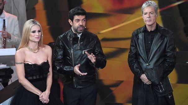 Sanremo 2018, Michelle Hunziker, Pierfrancesco Favino e Claudio Baglioni (Lapresse)