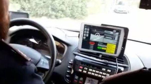 Nella volante della Polizia una piccola centrale operativa, è il nuovo sistema Mercurio