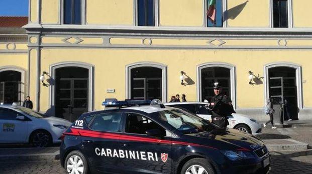 Carabinieri alla stazione ferroviaria di Pavia