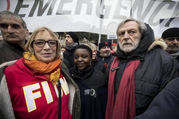 Stefania Re David, Cecile Kyenge e Gino Strada al corteo antirazzista a Macerata (foto Ansa)