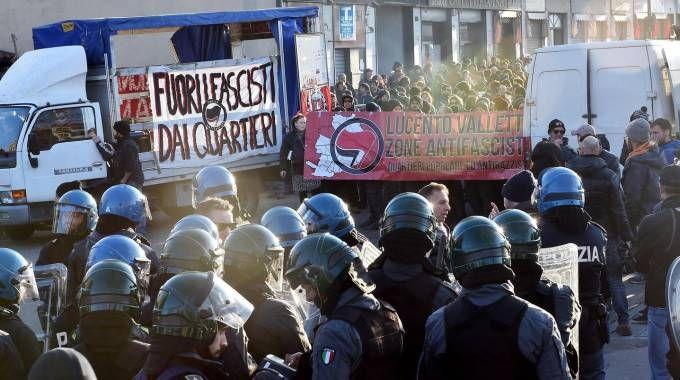 Corteo antifascista a Torino (Ansa)