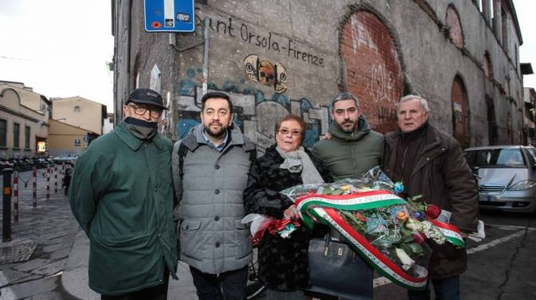 La deposizione di un mazzo di fiori per i martiri delle foibe a Firenze (New Press Photo)