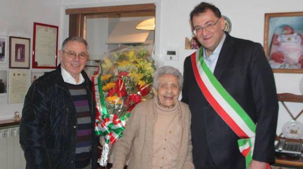 Il sindaco  di Rho Pietro Romano  ha visitato Rosa Bonforti  alla sua festa