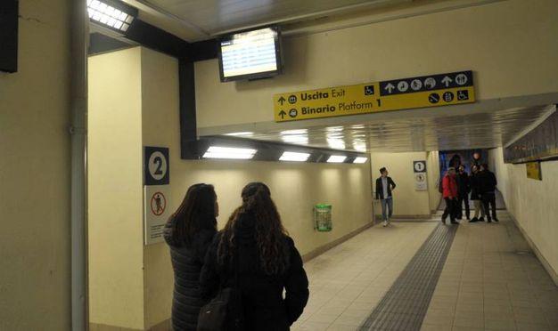 Tragedia alla stazione ferroviaria di Melegnano: treni cancellati (foto Newpress)