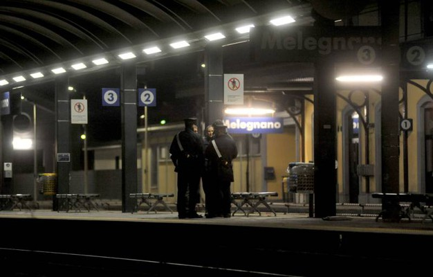 Tragedia alla stazione ferroviaria di Melegnano (foto Newpress)