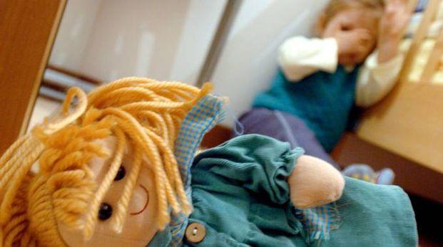 Una bambola per terra