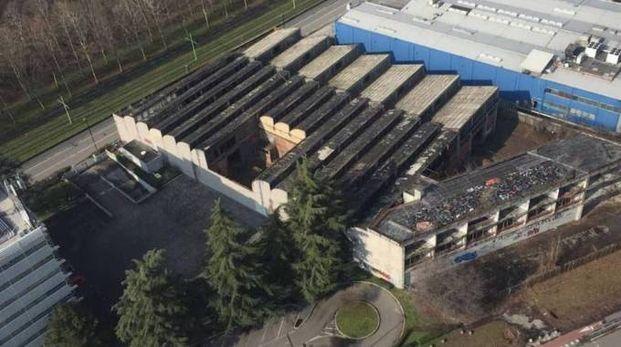 Il tetto del fabbricato dove sono state accatastate le bici
