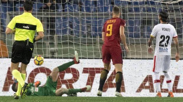 Roma-Benevento, gol di Dzeko su rigore (Ansa)