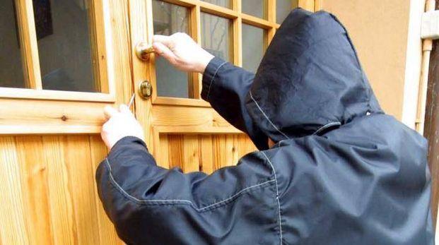 Ennesimo furto in abitazione