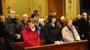 Folla nella chiesa di Saliceto Panaro per il funerale del giornalista e uomo di cultura Roberto Armenia (Foto Fiocchi)