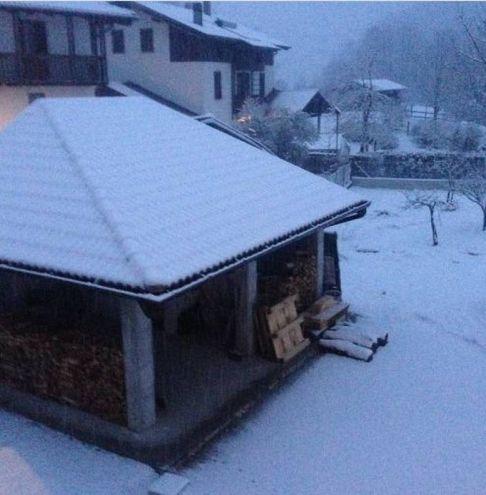 Neve a Verzegnis, in provincia di Udine (Foto Twitter /@Mattia41472331)