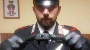 I carabinieri della compagnia di Faenza mostrano il collare elettrico