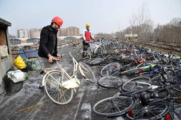 Il deposito di bici rubate scovato a Cinisello