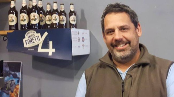 Cesare Bugliani, le telecamere del suo negozio hanno ripreso il gesto vandalico