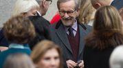 Steven Spielberg alla presentazione dei ritratti degli Obama (Lapresse)