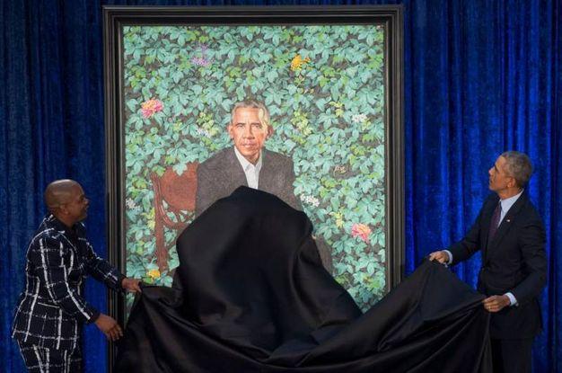 Obama insieme all'autore del ritratto Kehinde Wiley (Lapresse)