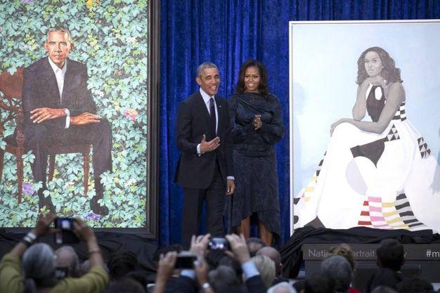 Barack e Michelle Obama svelano i loro nuovi ritratti (Ansa)