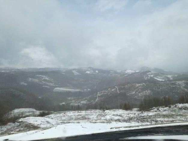 Neve sul Catria e sul Nerone (foto Pisciolini)