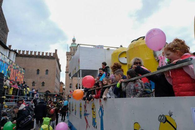 I carri hanno sfilato nell'ultimo giorno di carnevale (foto Schicchi)