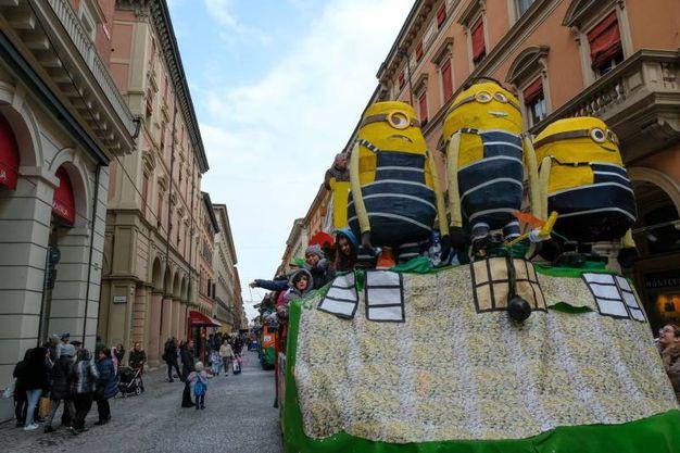 Grandi e piccoli mascherati (foto Schicchi)