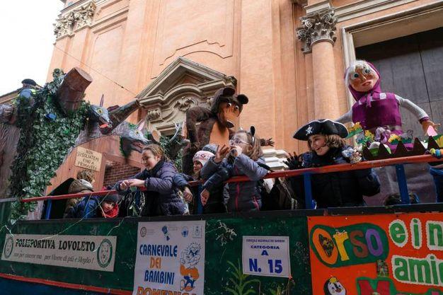 La grande festa in piazza (foto Schicchi)