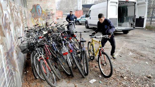 Le biciclette ritrovate dalla polizia locale