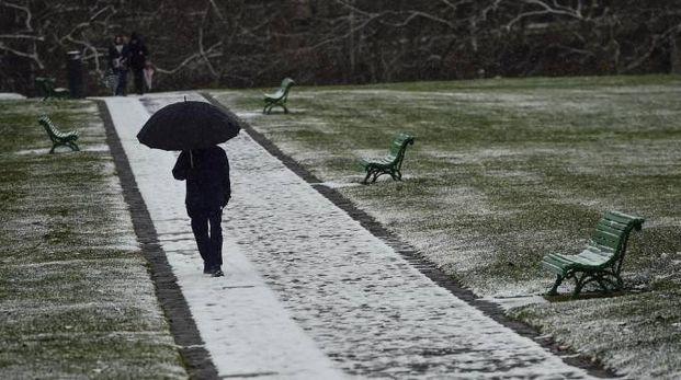 Meteo, neve in diverse zone d'Europa. Nella foto Pamplona (foto Ansa)