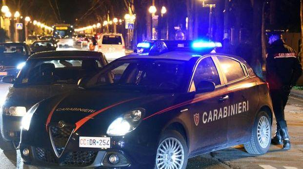 L'auto dei fuggiaschi ha speronato l'auto dei carabinieri ma è stata bloccata (Migliorini)