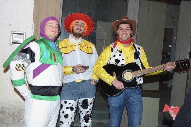 Le maschere di Carnevale in centro (Cristini)